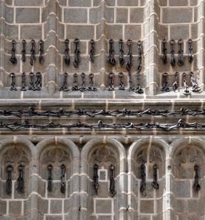 Cadenas de fachada de la Iglesia